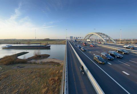 Verkeer snelweg. Foto: IenW