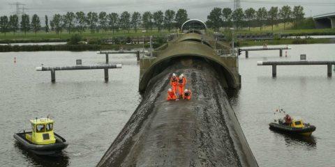 Proefsluiting stormvloeringkering Ramspol (foto: Rijkswaterstaat)