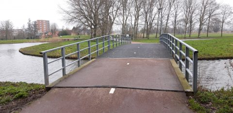 Fietsbrug over water