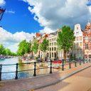 Brug en kade Amsterdam. Foto: iStock / Adisa