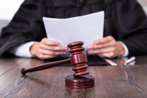 Rechter, rechtbank. Foto: iStock / Andrey Popov