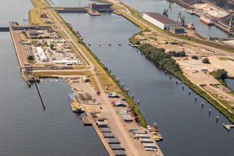 Binnenspuikanaal met Spui- en Gemaalcomplex. Foto: Topview Luchtfotografie / Rijkswaterstaat